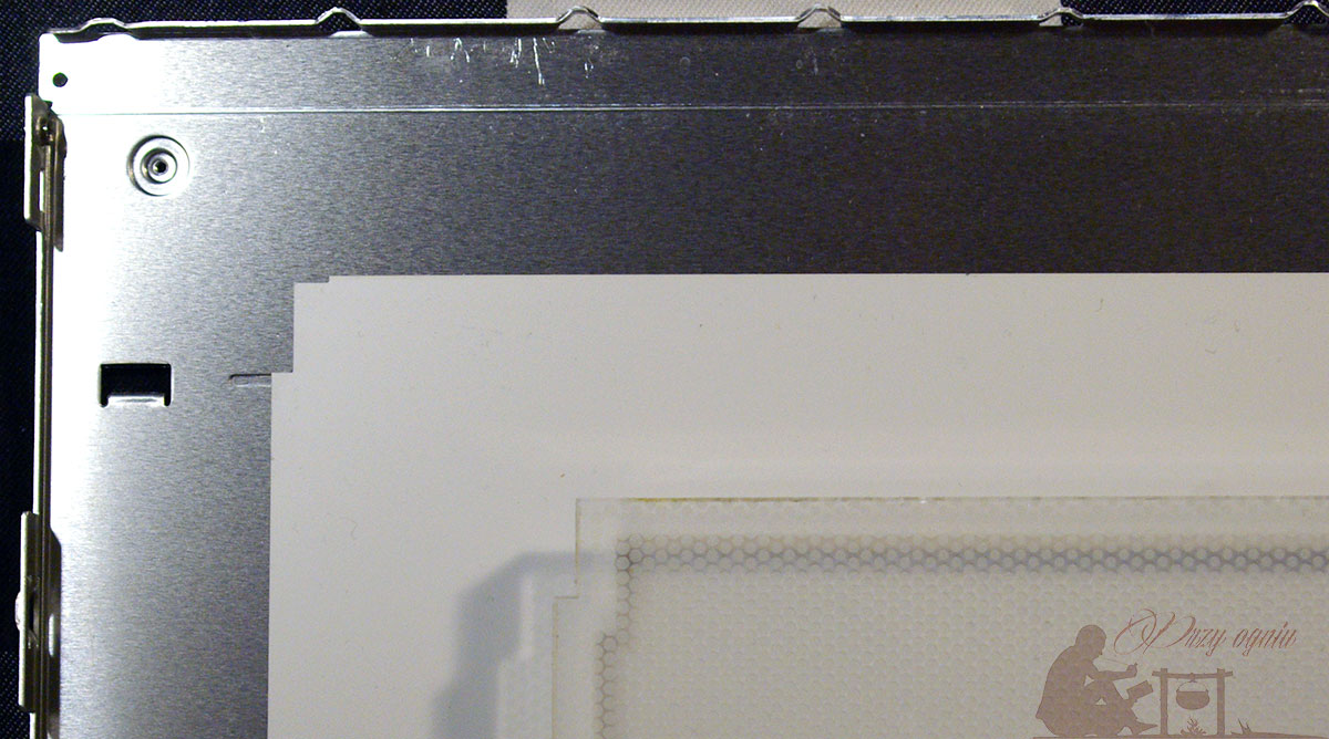 Light box - elementy rozmontowanego ekranu LCD